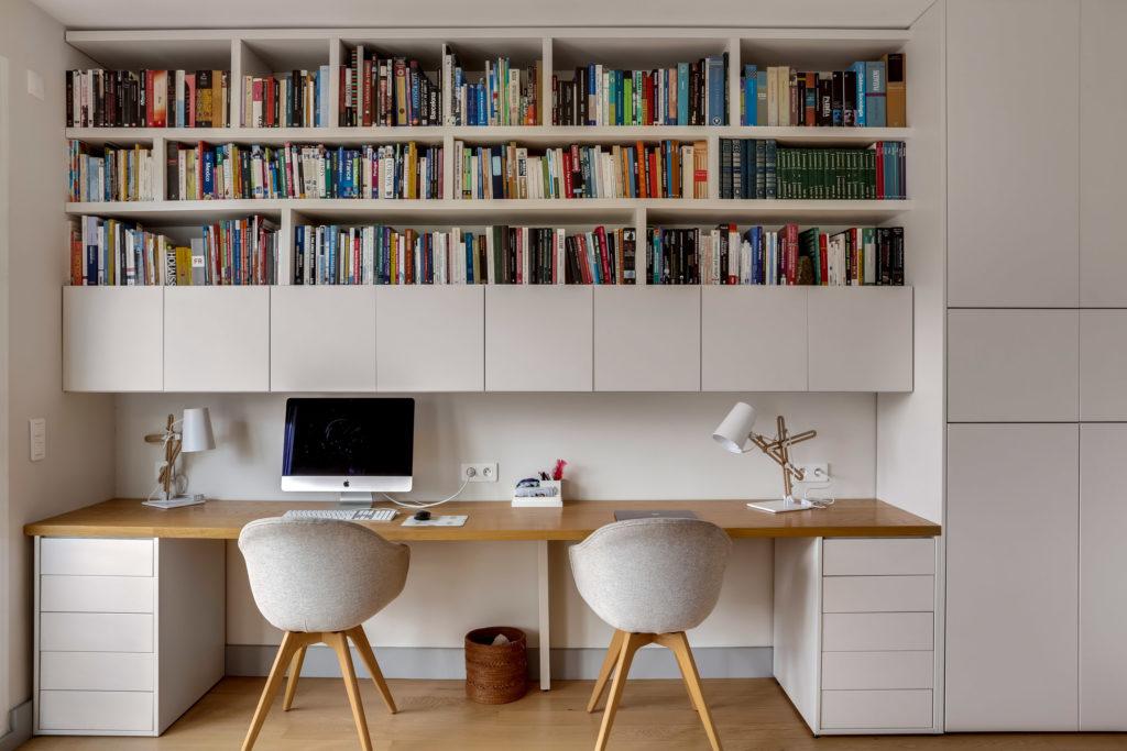 rénovation - bureau séjour - bureau bibliothèque sur mesure - blanc cassé - bois