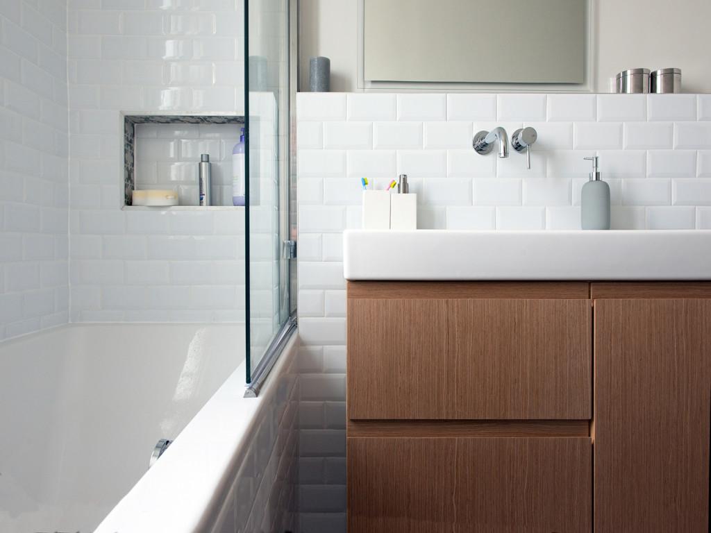 salle de bain meuble vasque sur-mesure  baignoire avec niche murs et merveilles