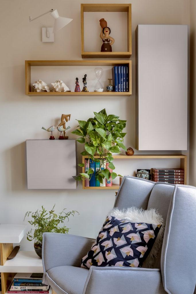 rénovation - bureau séjour - mur TV sur mesure - blanc - bois