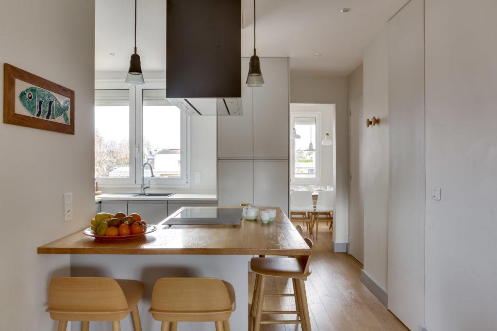 Rénovation - appartement - Neuilly - bois blanc et gris - cuisine