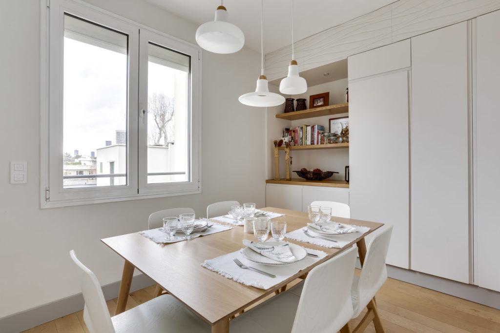Rénovation - appartement - Neuilly - bois blanc et gris - salle à manger