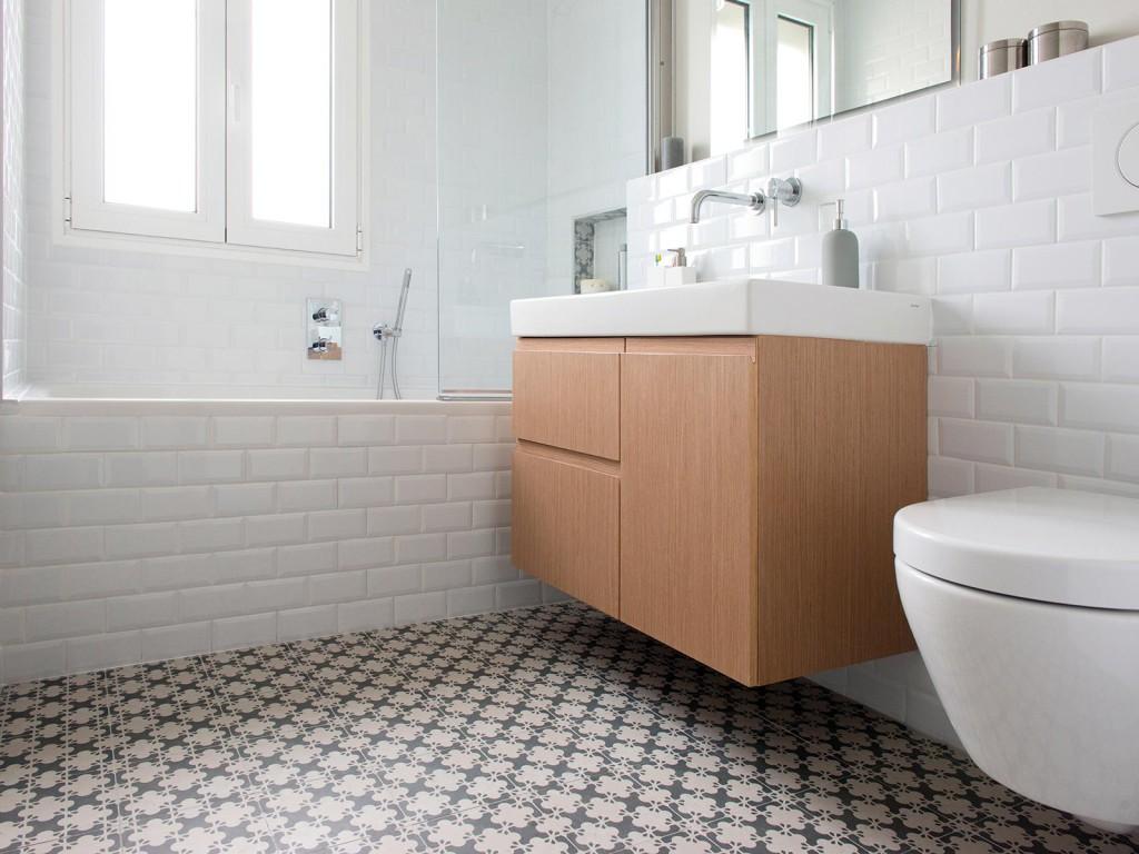 Rénovation - appartement - Neuilly - bois blanc et gris - salle de bain