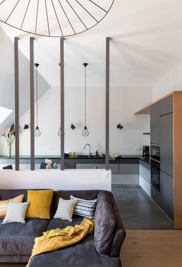 rénovation - cuisine - gris - bois - carrelage gris foncé