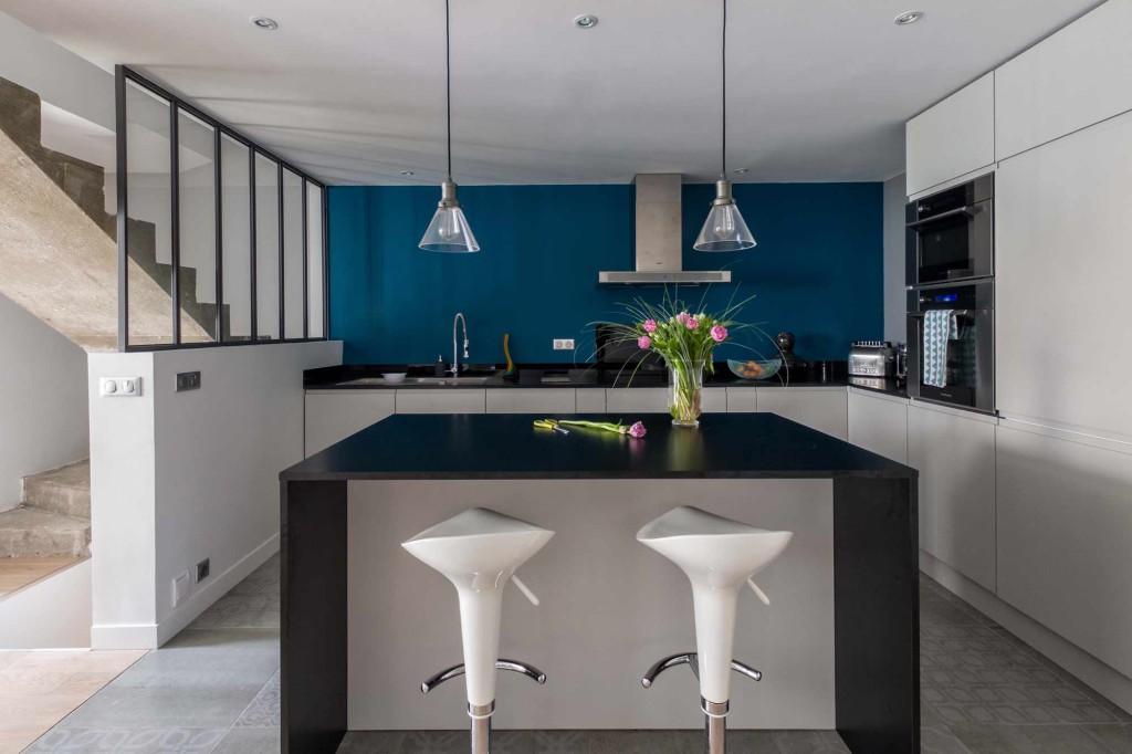 rénovation cuisine gris bleu béton et carrelage graphique