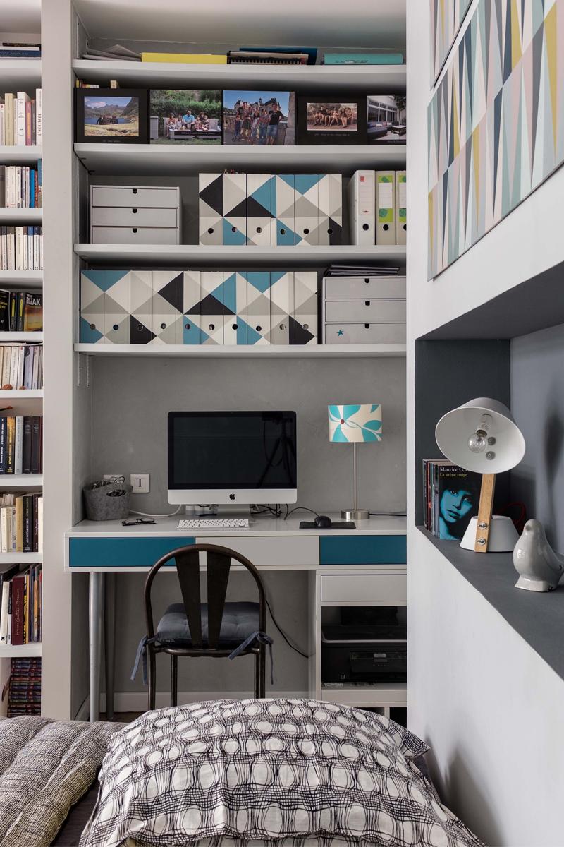 bureau sur-mesure et bibliothèque chambre parentale rénovation Père Lachaise murs et merveilles