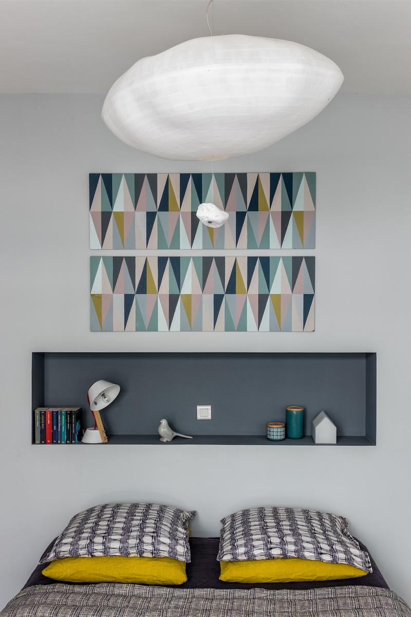 chambre parentale avec tête de lit et niche suspension cumulus Celine Wright rénovation murs et merveilles