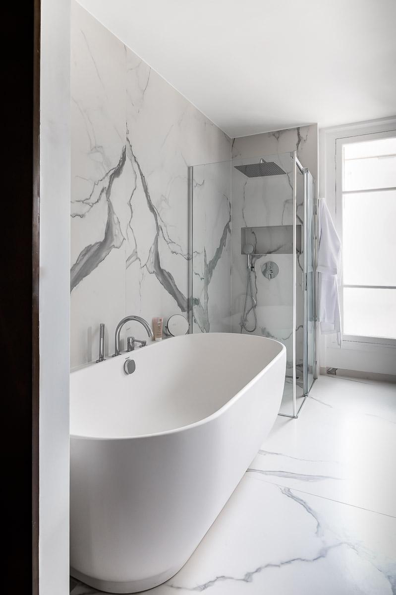Rénovation - salle de bain -douche à l'italienne- marbre blanc