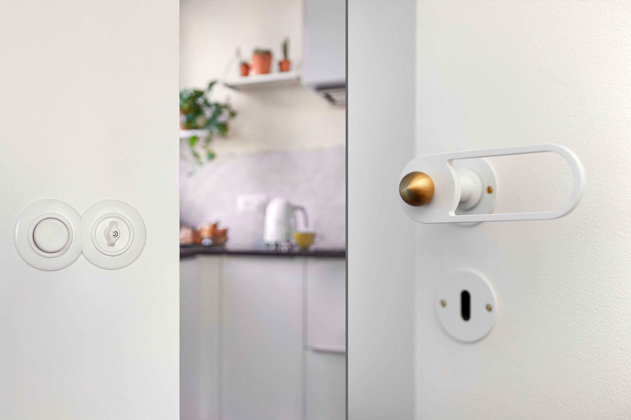 zoom sur les interrupteurs ronds et crédence zelloiges cuisine murs et merveilles